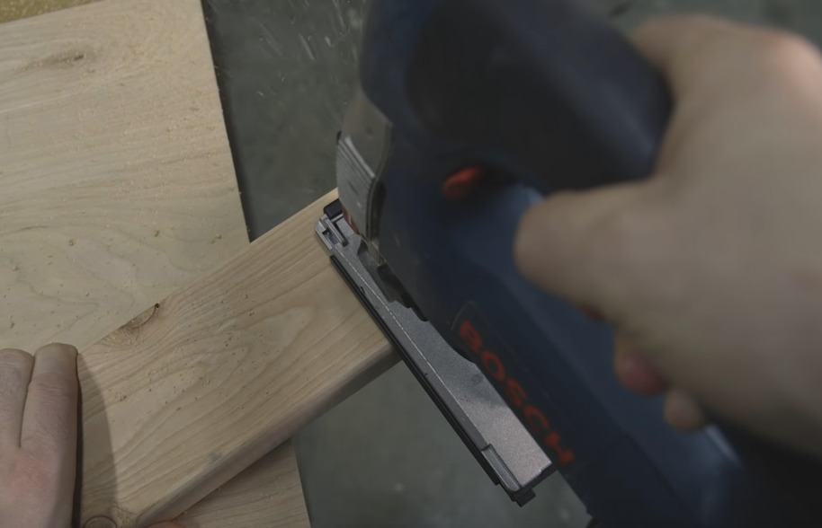picture of Bosch Jigsaw cutting wood