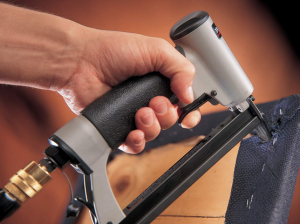 Best Staple Gun – Top Models Reviewed & Rated (2021)