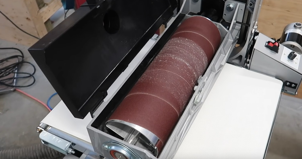drum sander during operation