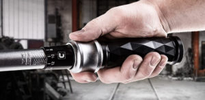 How to Properly Use a Torque Wrench